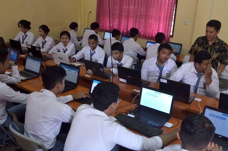 UNBK tetap di laksanakan oleh 82 SMK di Tangsel pada Senin, 16 Maret 2020. Pihak sekolah tetap menjalani pemeriksaan corona terhadap muridnya.