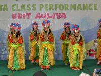 """AULIYA Class Performance """"Pengalaman Berharga Bagi Siswa"""""""