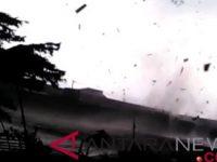 Angin Kencang Mengakinatkan Rumah Roboh Di Ponorogo