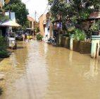 Warga Mengungsi Akibat Banjir di Kabupaten Bandung