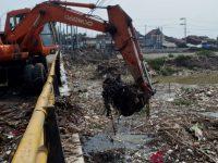 Dinas Pekerjaan Umum Semarang Mengevaluasi Penumpukan Sampah Yang Menyambut Aliran BKT