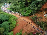 Jalur Jalan Padang-Solok Terputus Akibat Longsor Di Sitinjau Lauik