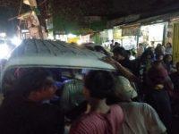 Di Ciputat Sopir Angkot Menabrak Mobil Isuzu Panther