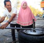 Cerita Tukang Tambal Ban Naik Haji, Setelah 15 Tahun Menabung Rp 20 Ribu Sehari Di Bawah Kasur