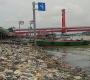 Buang Sampah Sembarangan di Bawah Jembatan Ampera Denda Rp 50 Juta, Tidak Efektif