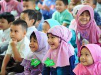 Semua Guru Sambut Siswa TKIT Auliya Dengat Hangat