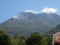 Petugas Metetapkan Status Waspada Pada Gunung Lewotolok Lembata