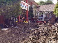 Siswa SD Ajitunggal Diliburkan Karena Bangunan Rusak Diterjang Banjir