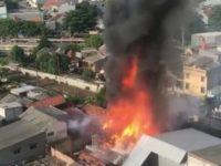 Puluhan Mobil Pemadam Kebakaran Menangani Kebakaran Di Jakarta Pusat