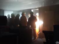 Diduga Korsleting Listrik, Kebakaran Menghanguskan Ruang Struktural Unitomo