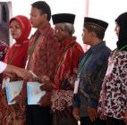 Bagi Bagi Sertifikat Jokowi di Tangsel, Netizen Sebut Kampanye?