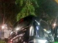 Kecelakaan Tunggal Menimpa Minibus di Depan TVRI Senayan
