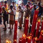 Menjelang Hari Raya Imlek, Kelenteng Berbagi Angpau Kepada Lansia Si Semarang