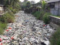 Sampah Di Kali Bahagia Bekasi Menumpuk Bikin Warga Tidak Bahagia