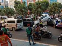 Tabrakan Beruntun Dump Truck Dan 4 Mobil Pribadi Di Tangerang Selatan