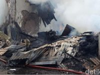 Pabrik Kerupuk Rumahan Di Medaeng Terbakar, Asap Naik Tinggi Terlihat Dari Radius 2 KM