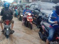 Akibat Banjir, Jalan Raya Bojongsoang-Baleendah Macet Parah