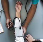 Teknik Rendam Kaki di Air Hangat dan Massage Kaki Dapat Menurunkan Tekanan Darah Pada Penderita Hipertensi