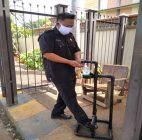 Pembuatan Handfree Sanitizer Dispenser Dari Dosen Unpam Untuk Warga Parangtritis Villa Dago, Tangerang Selatan Dari Limbah Paralon Bekas