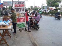 Warga Villa Dago Bagikan Takjil Selama Bulan Ramadhan