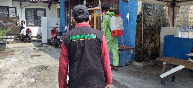 Yayasan Generasi Insan Peduli Lakukan Aksi Lawan Corona Dengan Penyemprotan Disinfektan
