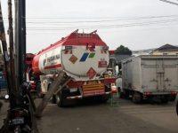 Sawangan Menuju Jalan Dewi Sartika Macet, Karena Truk Tangki BBM Mogok