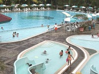Wisata Seru Bermain Air di Damai Indah Golf Swimming Pool